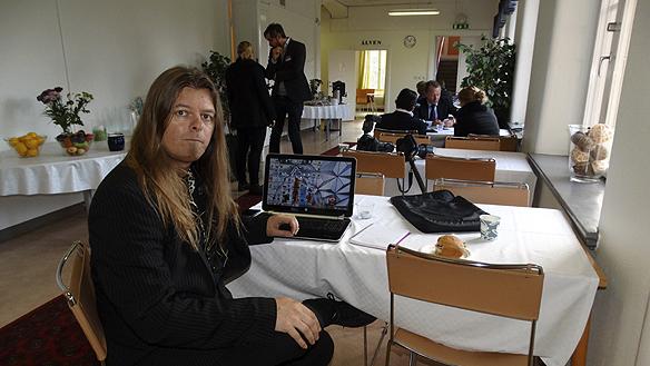 Peter Ahlborg besöker pressrummet för en snabb fika och en macka innan det är dags att följa det intensiva programmet. Foto: Peter Wixtröm/Aftonbladet