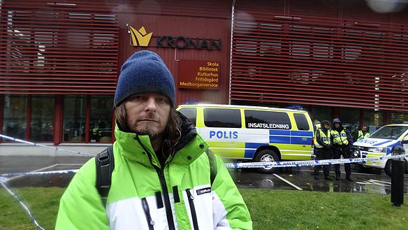 händelseförloppet på plats vid Kronogårdsskolan i Trolhättan.
