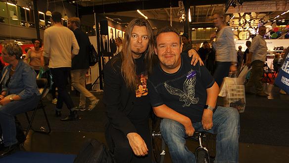 Peter Ahlborg och David lega samtalar och träffas den 26 september 2015 på Bokmässan i Göteborg.   Stort grattis på 42-års dagen önskar Peter Ahlborg.
