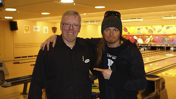 Peter Ahlborg träffar Mats Karlsson, utsedd till århundrades främsta bowlare i Sverige. Peter hälsar på Mats i hans egna bowling hall i Wieselgrensplatsen i Göteborg i april 2014.