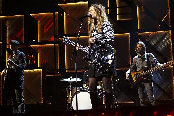 """Pernilla Andersson bjuder på Melodifestivalens enda lugna låt låt""""Mitt guld"""". Foto: Peter Ahlborg"""