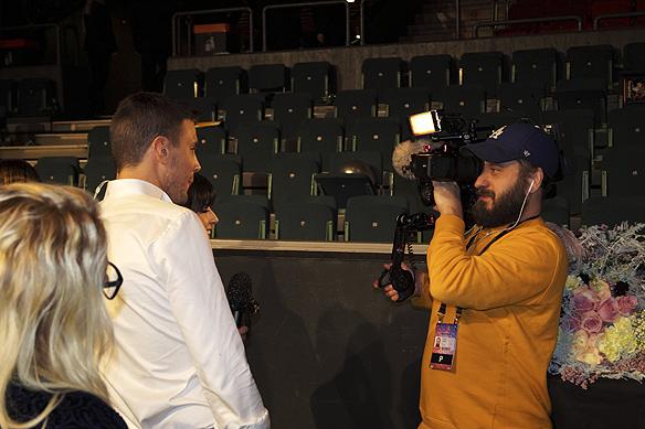 """Det blev många intervjuer efter att Robin Bengtsson gått vidare med låten """"Constellation Prize"""". Foto: Peter Ahlborg"""