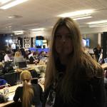 Peter Ahlborg bevakar Melodifestivalen i pressrummet – snart dags för segerintervjuer