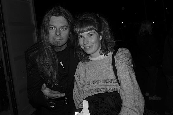 Peter Ahlborg träffar på den hängivna fanset Emeli Eklund som älskar Bruce Springsteen. Här träffas de efter Springsteens konsert på Ullevi den 27 juni 2016. Foto: Charlie Källberg