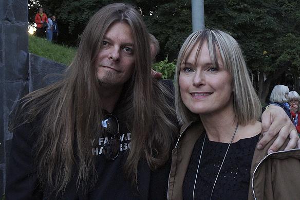 Peter Ahlborg träffar CajsaStina Åkerström på Göteborgs Kulturkalas.