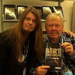 Peter Ahlborg träffade Bert Karlsson på Bokmässan – filmteam dokumenterade mötet