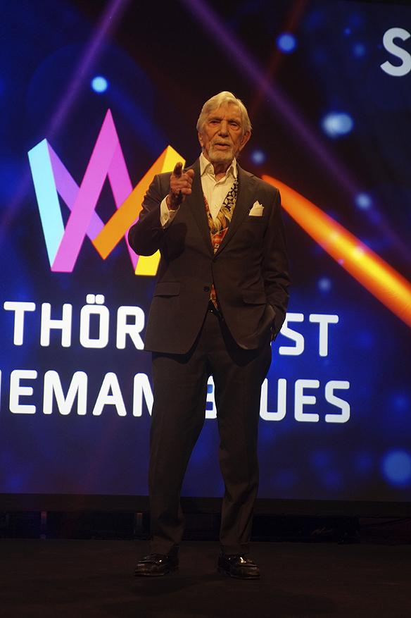 Owe Thörnqvist kommer på ålderns höst att medverka i Melodifestivalen 2017. Foto: Peter Ahlborg