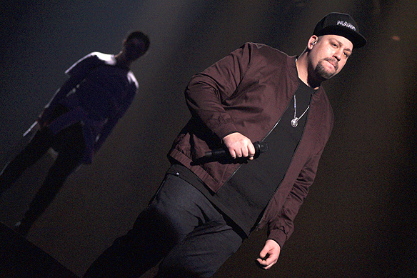 """Nano framför sin medryckande och känslosamma låt"""" Hold On"""" på repetitionen inför Melodifestivalen i Göteborg. Foto: Peter Ahlborg"""