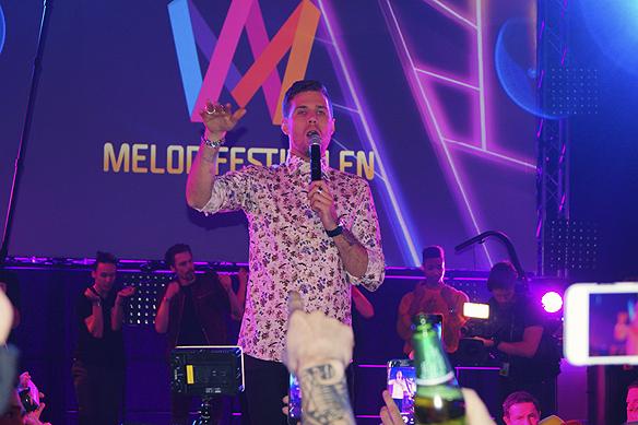 "Robin Bengtsson sjunger sin vinnarlåt ""I Can´t Go On"" på efterfesten i Melodifestivalen. Foto: Peter Ahlborg"