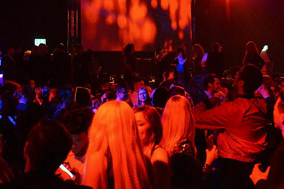 Full fart på dansgolvet på efterfesten. Foto: Peter Ahlborg