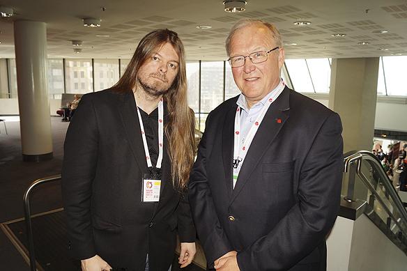 Peter Ahlborg får en pratstund med Göran Persson under Socialdemokraternas partikongress i Göteborg 8 april 2017.