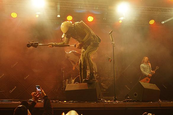 D-A-D uppträder under Skogsröjet. Foto: Peter Ahlborg
