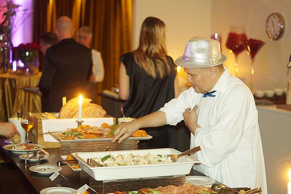 På menyn stod bland annat varmrökt lax, Tegelrökt skinka, potatisgratäng och mycket annat gott. Det var det som gästerna bjöds på Mellos efterfest som hölls på Elite Park Avenue Hotel i Göteborg. Foto: Peter Ahlborg