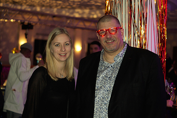 Fotograf Christer Hansson med journalisten Johanna från Markbladet på efterfesten i Göteborg. Foto: Peter Ahlborg