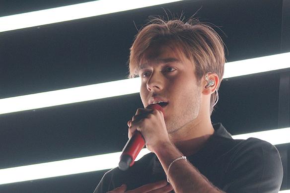 """Benjamin Ingrosso tävlar i Melodifestivalen i finalen 2018 med sin låt """"Dance you off"""". Foto: Peter Ahlborg"""