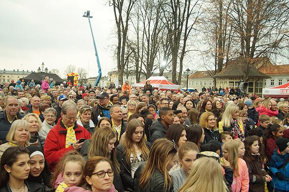 Det var en riktig folkfest när Postkodlotteriet besökte Vänersborg den 15 april 2018. Foto: Peter Ahlborg
