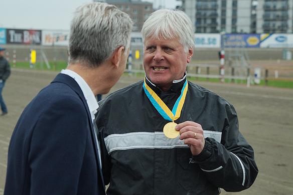 Tränaren Jerry Riordan vinner här Olympiatravet 2018. Idag den 27 maj 2018 vann han en av världens största travlopp Elitloppet när hästen Ringostarr Treb vann Elitloppet. Foto: Peter Ahlborg