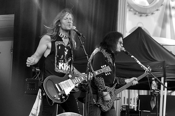 Gene Simmons basisten från rockgruppen Kiss - uppträdde på Gröna Lund som soloartist lördagen den 2 juni 2018. Foto: Peter Ahlborg