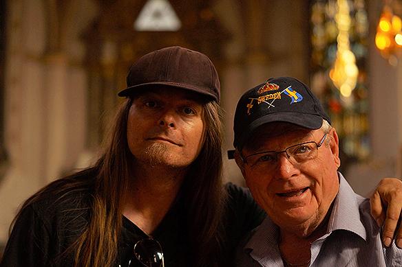 PeterAhlborg träffar på Amerikanen Russell Peterson i Klara kyrkan i Stockholm. De fann varandra direkt. Jag är så glad när jag fick höra Russells intressanta livshistoria. Att han och Svea Peterson varig gifta i 54 år. Wow, vad härligt att höra om deras kärlekshistoria. Foto: Svea Peterson