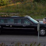 Här färdas Donald Trump i bilkortege och vinkar till mig Peter Ahlborg