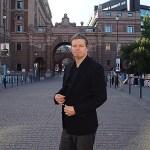 Peter Ahlborg följde när Stefan Löfven skulle rösta