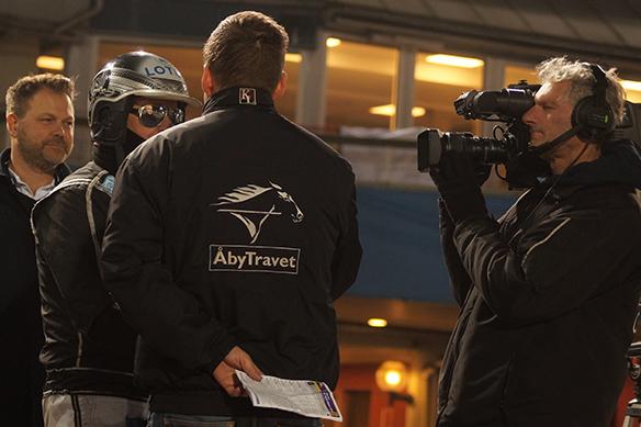 Robert Bergh blir intervjuad här av Kristofer Jakobsson. Foto: Peter Ahlborg
