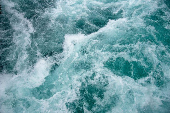 Turbulent ocean waves