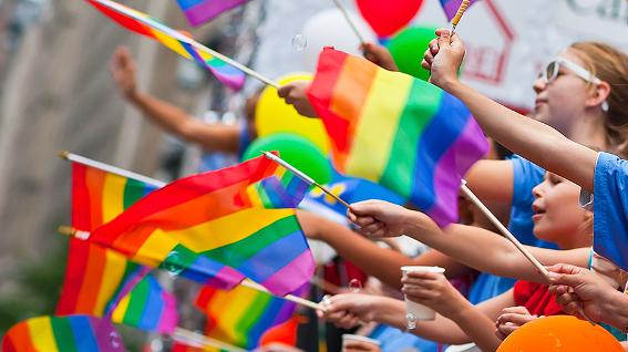 Ηλιόλουστη λωρίδα λεσβιακό σεξ γκέι κακάκια σεξ