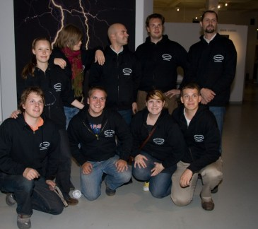 Ensimmäinen ilotulituskoulu 2008.  Kuvassa Linda Norrgård Anna af Hällstrom. Patrick Hjelt, Johan Lillhannus, Simon Cederqvist, Kimmo Hovi, Emil Grönroos, Juila Petterson-Hakava, Christian Lindholm