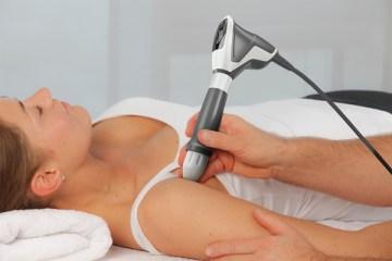 Bahandeling van schouder met Shockwavetherapie