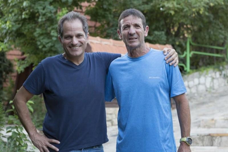 """עופר פדן מנכ""""ל חברת מרתון ישראל עם אסף שלו מנכ""""ל רשת מלונות רימונים. צילום: בן פרידמן."""