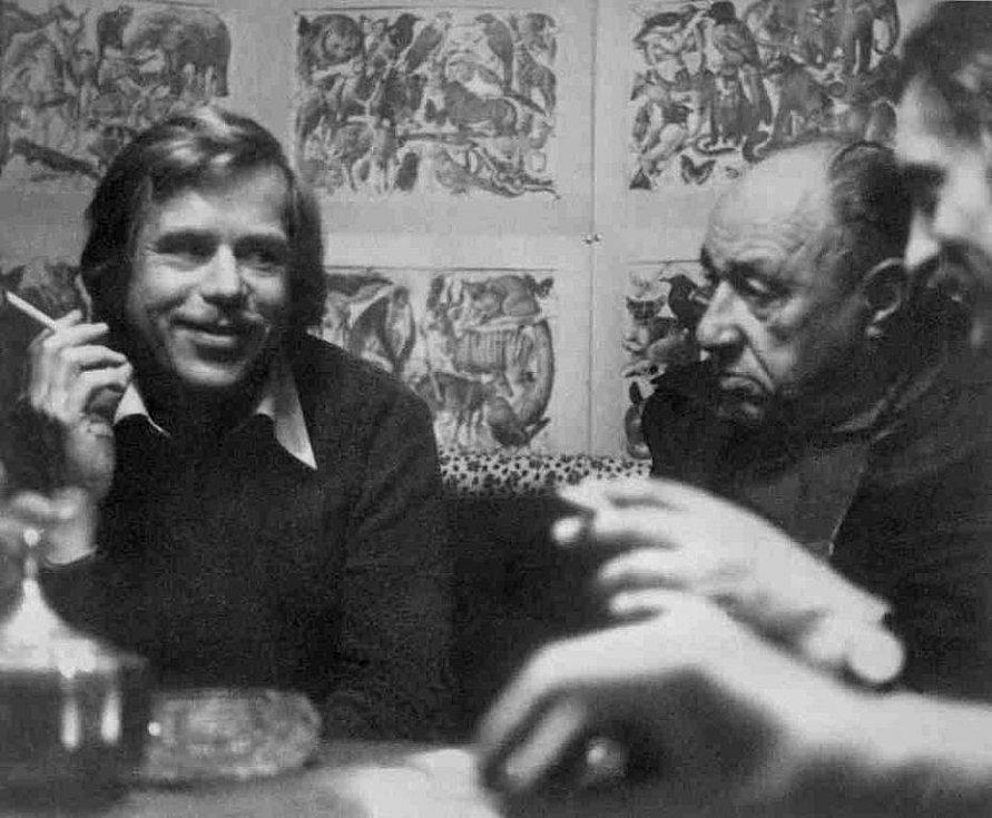 1978. Václav Havel a František Kriegel – dva významní signatáři Charty 77 na chalupě u spisovatele Pavla Kohouta.