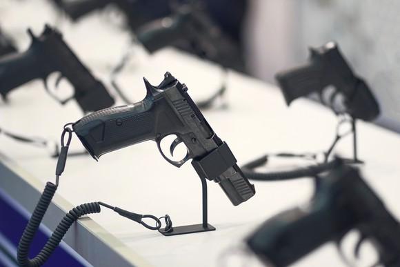 Different pistols models on store shelves.