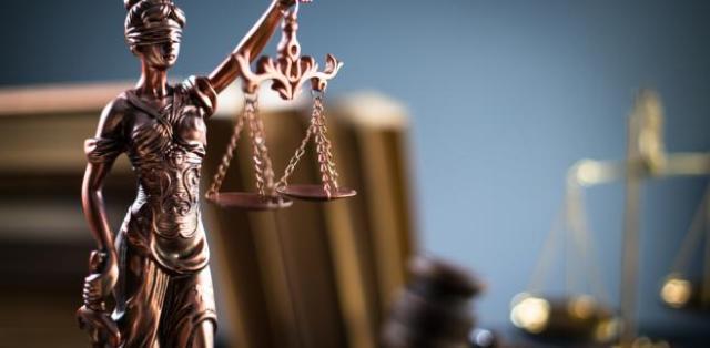 """W skardze wytknięto również, że choć przepisy u.s.p. mówią o tym, że MS może delegować sędziego do sądu wyższej instancji tylko """"w szczególnie uzasadnionych przypadkach"""", to organy władzy wykonawczej uczyniły z tego wyjątku zasadę pozwalającą na oszczędności budżetowe kosztem sędziów."""
