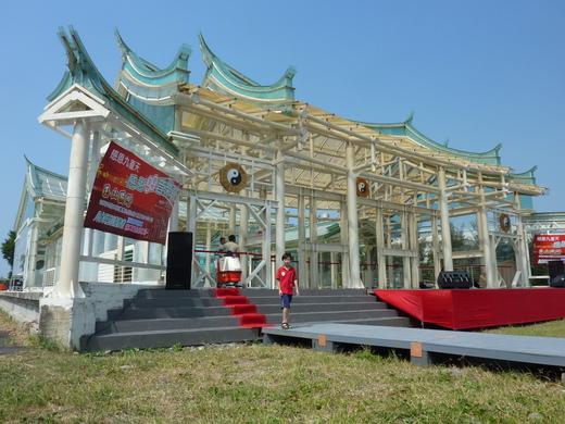 臺灣真奇廟─玻璃廟,花七千萬元用七萬片玻璃打造而成。(有影音) - 八卦縣市 非看不可 - udn部落格