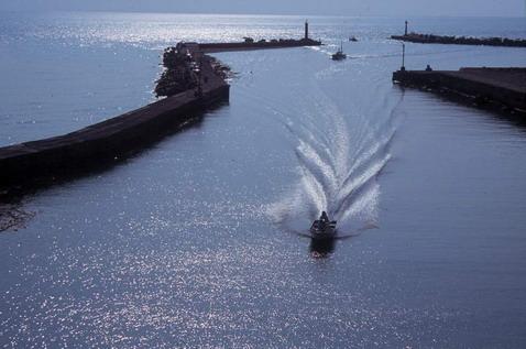 繞島第八天:竹圍漁港 ~ 永安漁港 - 海神的信差:廖鴻基的部落格 - udn部落格