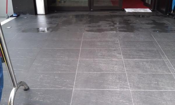 一中時尚商旅板巖磚地面防滑施工! - 地板防滑天地-誠漢改善地板濕滑問題! - udn部落格