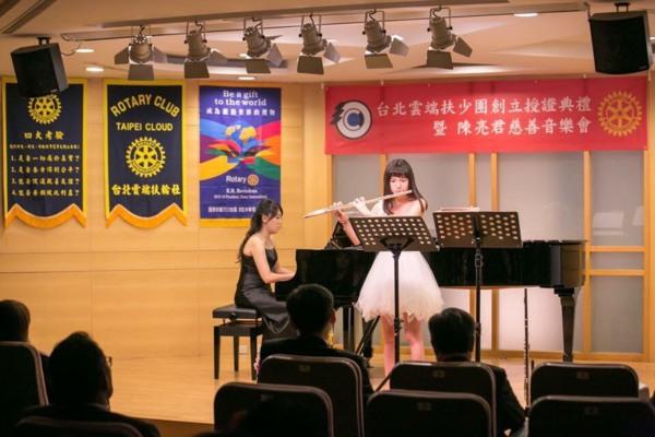 陳亮君,允文允武的長笛首席 - 秀才就是斌 - udn部落格