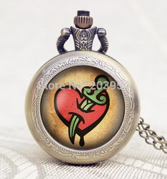46000787df76 Hecho a mano horde mundo de Warcraft wow bolsillo relojes 12 unids lote  cuarzo colgante collar colgante mujer Steampunk antigua película