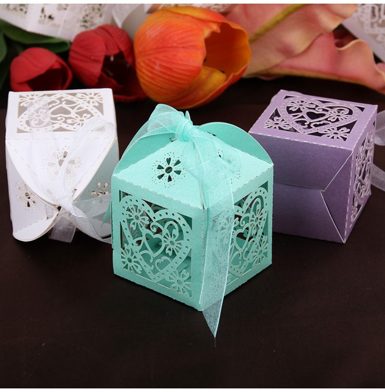 FENGRISE 50pcs Wedding Favors Candy Box Paper Laser Cut Gift Boxes For Guests Mr Mrs Love Heart Party Decoration Candy Bar