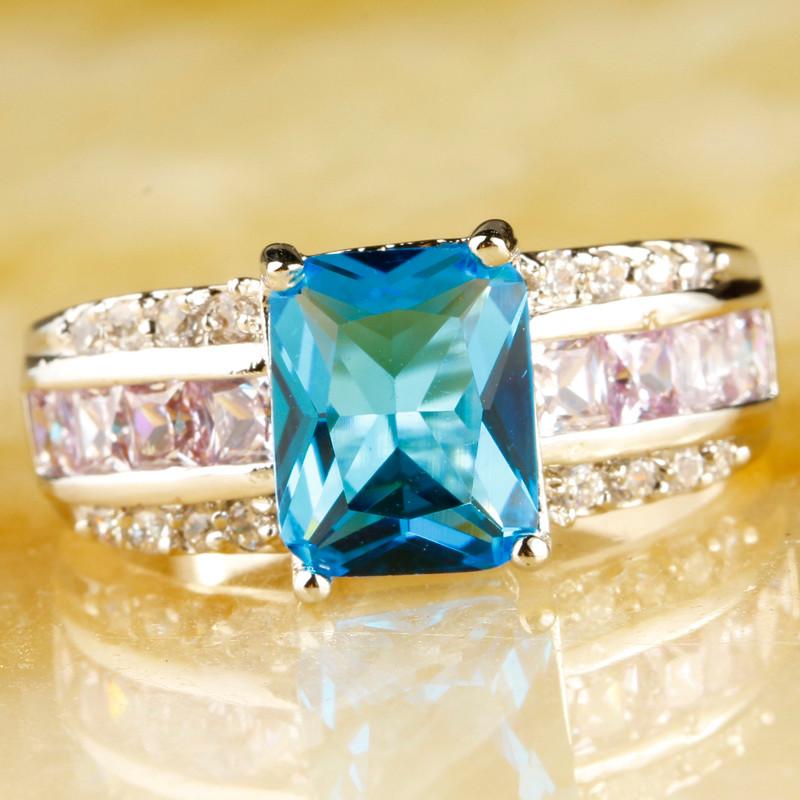 Loas 869 Plata Esterlina Corazón Corte de La Esmeralda Diamante Anillo tres piedra simulada