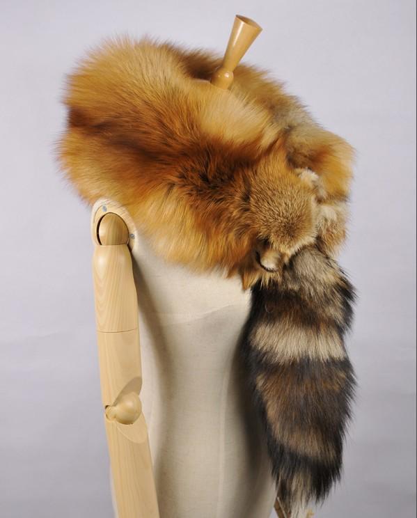 Hot réel écharpe de fourrure pleine peau rouge renard écharpes châle femmes  doux super grand gris argent renard hommes foulards anime renard tête de  Couple ... a5baca70d08