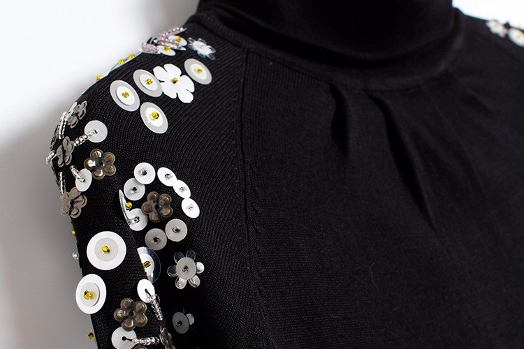 895f3d27336b0 2018 Automne Hiver Femmes Chandails Et Pulls De Mode Noir Perles Col Roulé  Femmes Tops Casual Slim Chaud Tricots Jumper