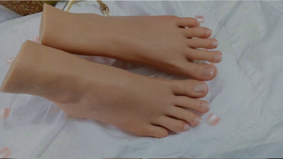 Pointed Toes Feet-8923