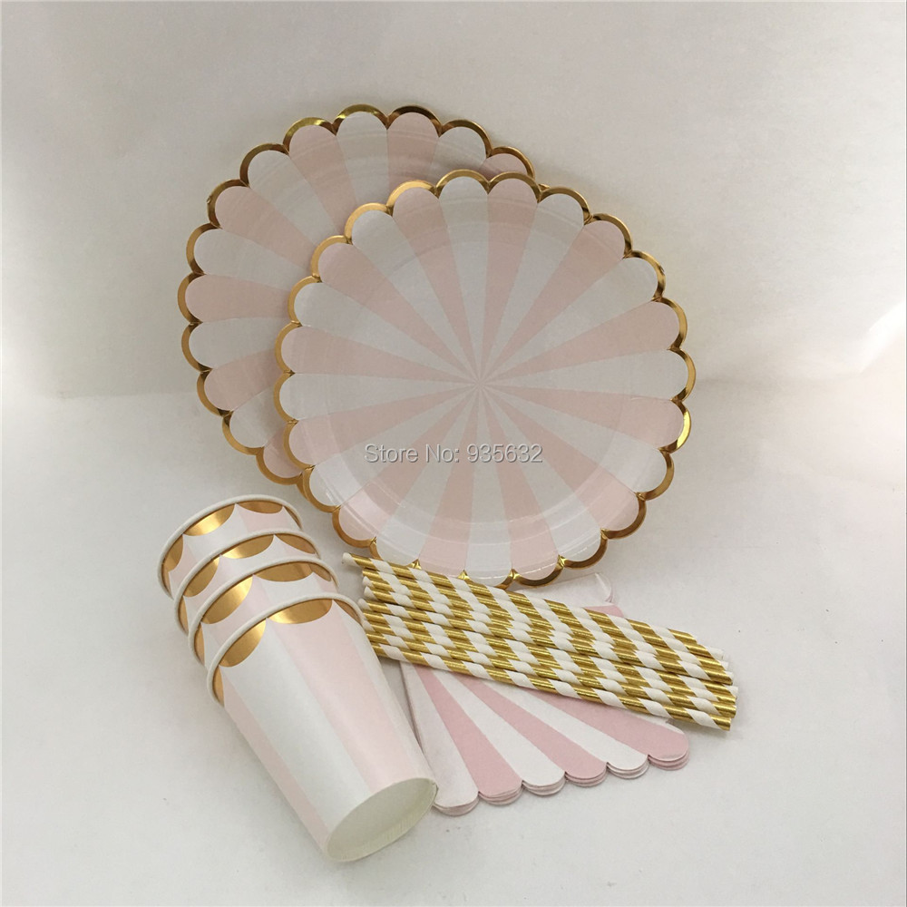 Popular Christmas Paper Plates and Napkins