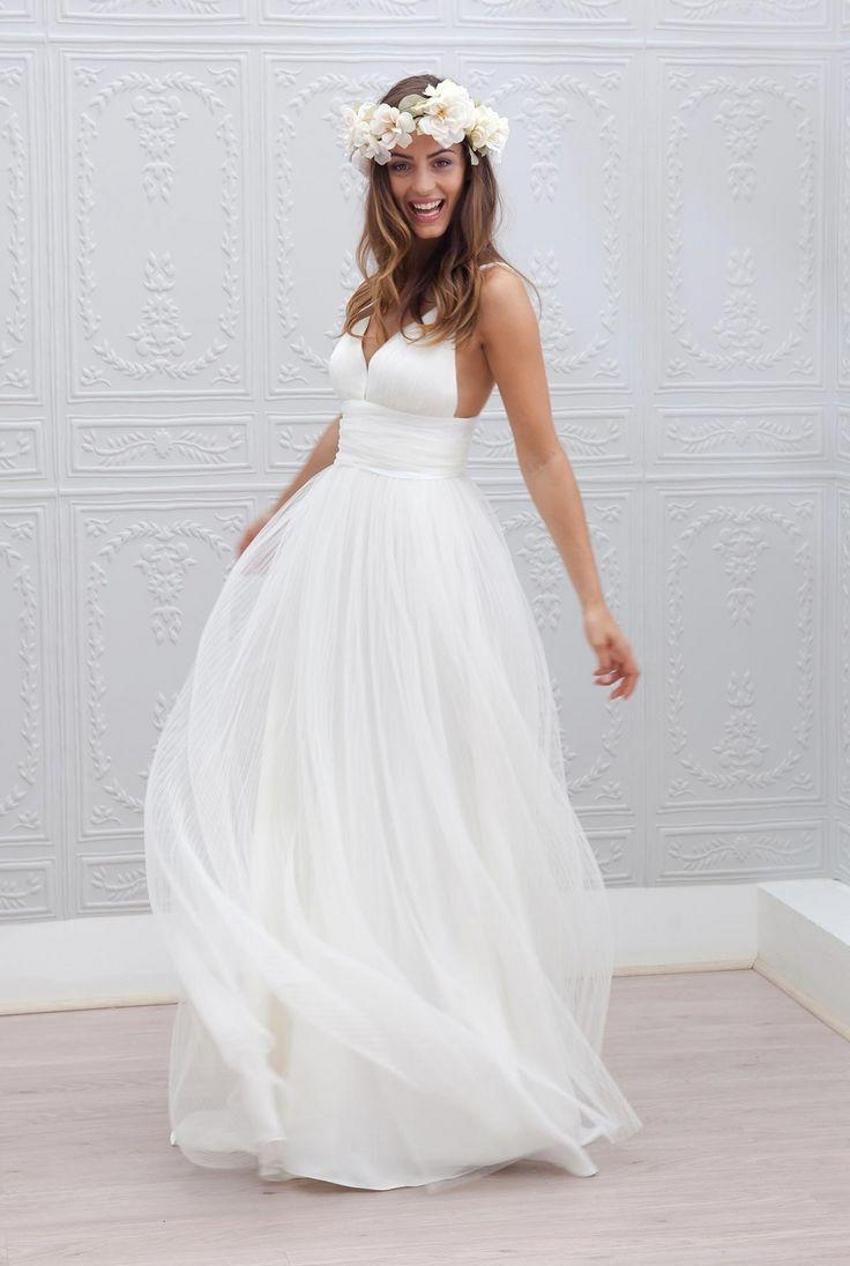 2015 Beach Wedding Dresses Cheap V Neck Spaghetti Strap Pleats Wedding Gowns Open Back A Line