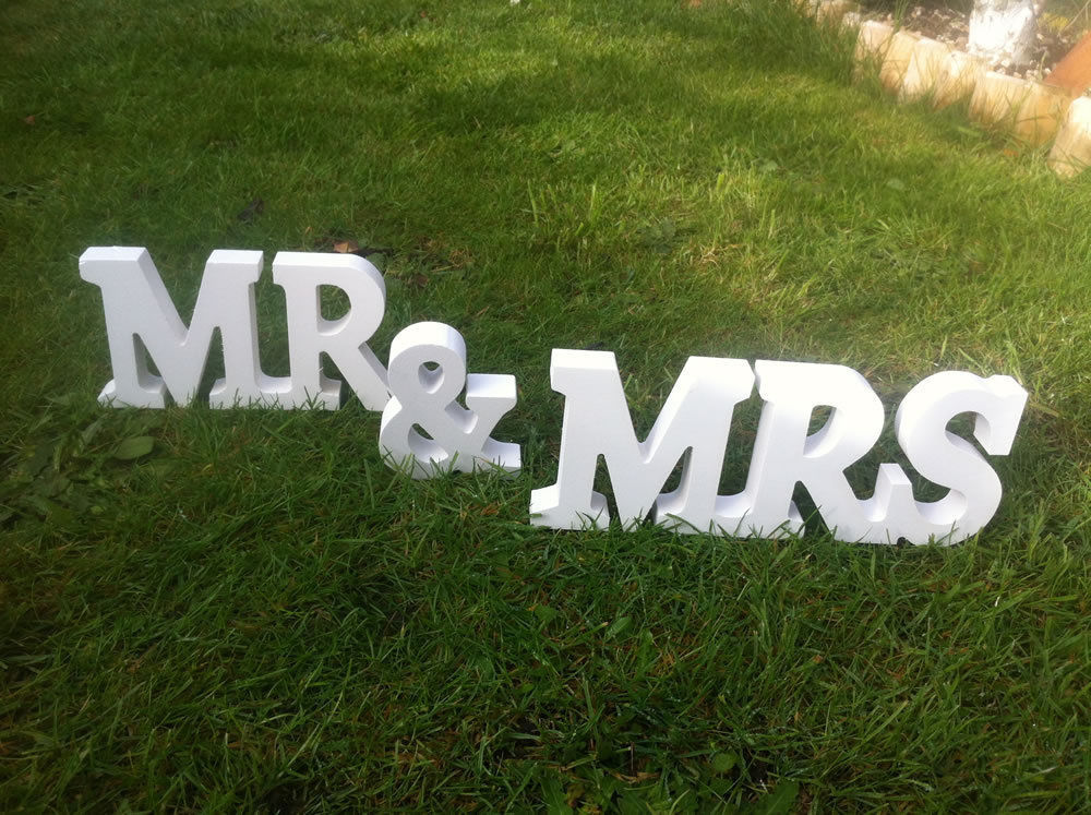 Mr-and-Mrs-wedding-sign-wooden-letters-wedding-decor-head