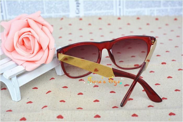 Os Recém-chegados Designer Retro Hipster Moda Shades Retro Preto Óculos De  Sol Das Mulheres do Metal do Ouro Braços óculos de Sol Dos Homens óculos  Escuros 64cd112e7c