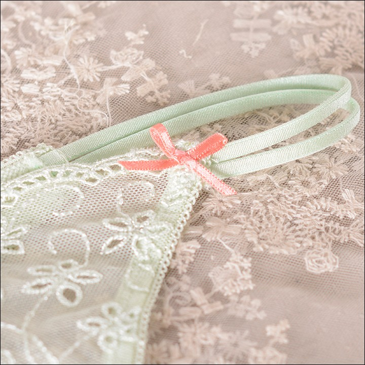 2PC Motif Embroidered Flower Fabric Lace Trim Sewing Appliques Dress Decor A196