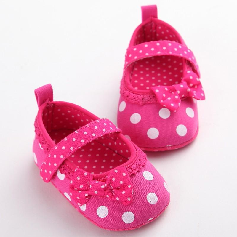 e12852ab64 Verano estilo Rosa Encaje arco bebé Zapatos lunares Encaje bowknot Zapatos  de bebé primer caminante infantil menina 0- 18 meses